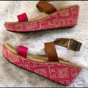 Vionic Gold & Fuchsia Wedge Sandals 10 Like New